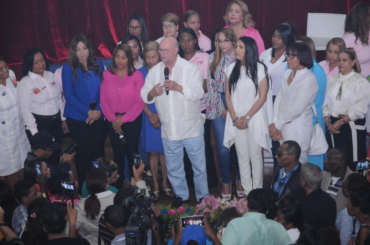 Hipólito Mejía se dirige a las mujeres en el acto del 8 de Marzo