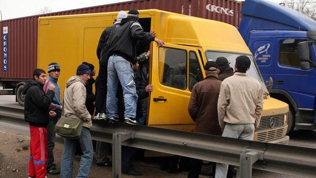 Rusia busca trabajadores en sectores como la construcción.