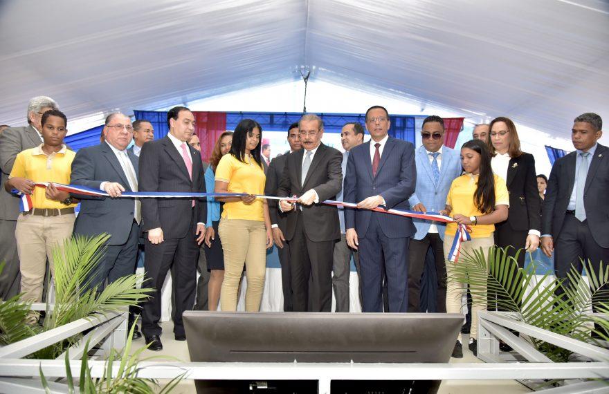 Inauguracion de escuelas santiago