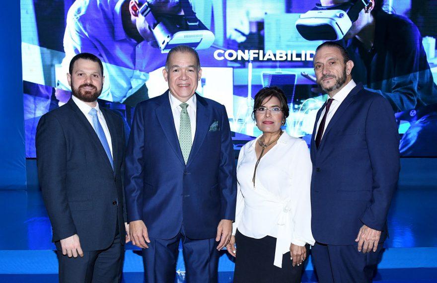 Roberto Mella Cohin, Pedro Urrutia, Joseina de Urrutia y Nelson Hahn